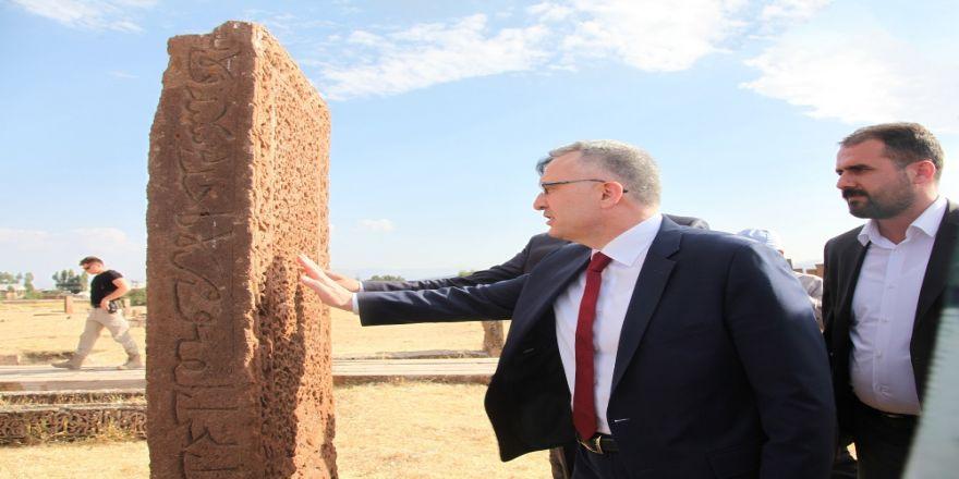 Bakan Ağbal, Selçuklu Mezarlığının İhtişamı Karşısında Etkilendi
