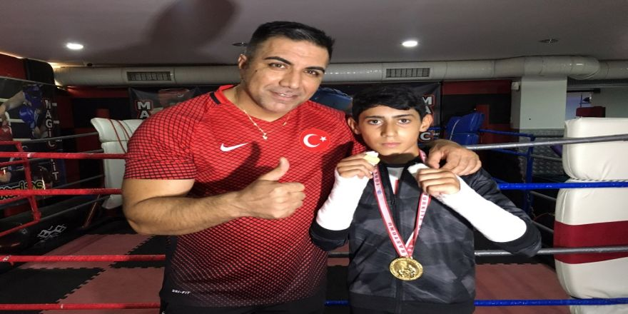 Maçta İki Elinin Parmakları Kırıldı, Türkiye Şampiyonu Oldu