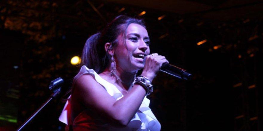 Şarkıcı Tuğba Yurt, sahneyi terk etti