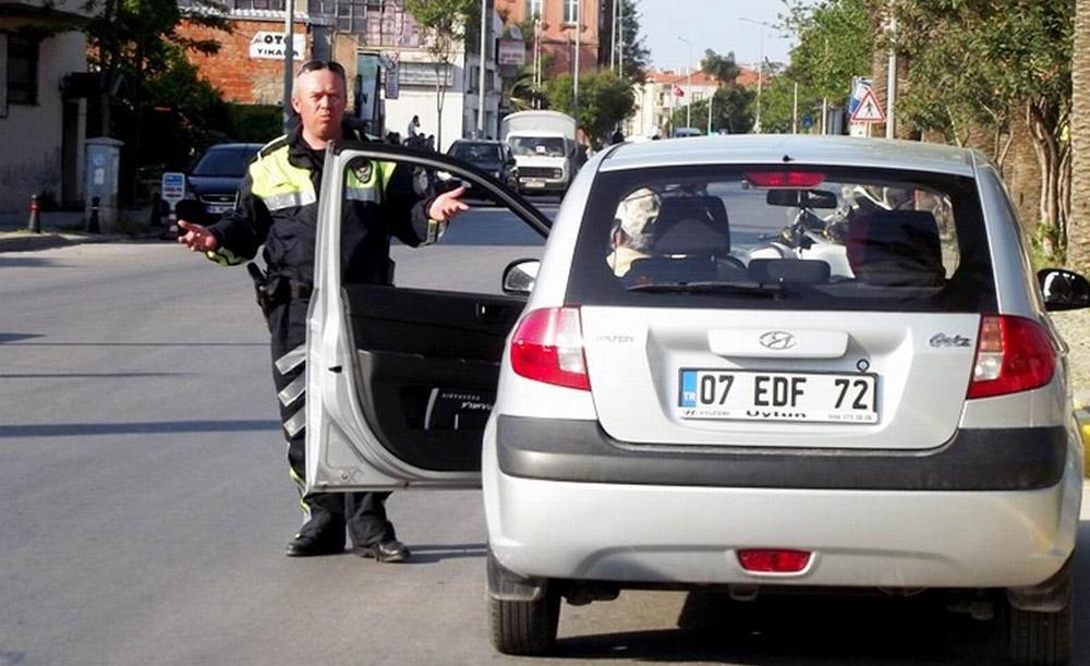 Motorsikletli trafik polisleri affetmiyor!