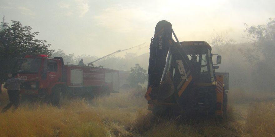 Yanan İplik Fabrikasının Çevresindeki Binalar Boşaltılıyor