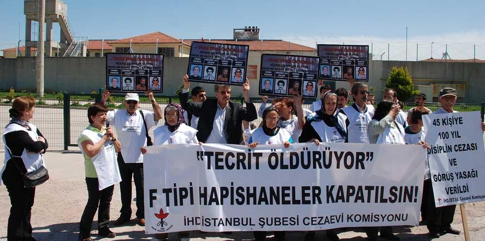 İHD üyeleri F Tipi cezaevlerini protesto etti!