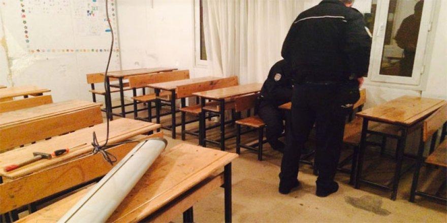 Okuldan Hırsızlık Yapan 2 Kişi Yakalandı