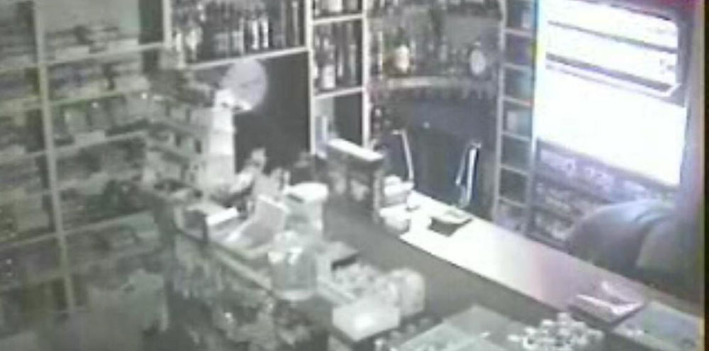 Adapazarı'nda büfe hırsızlığı!