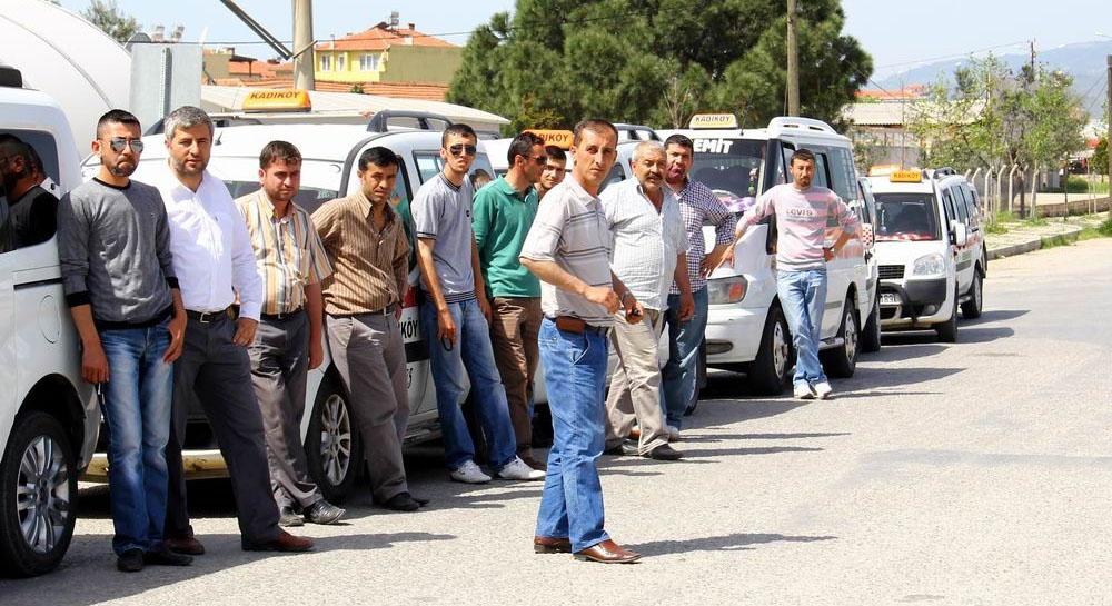 Kadıköy'de taksiciler kontak kapattı!