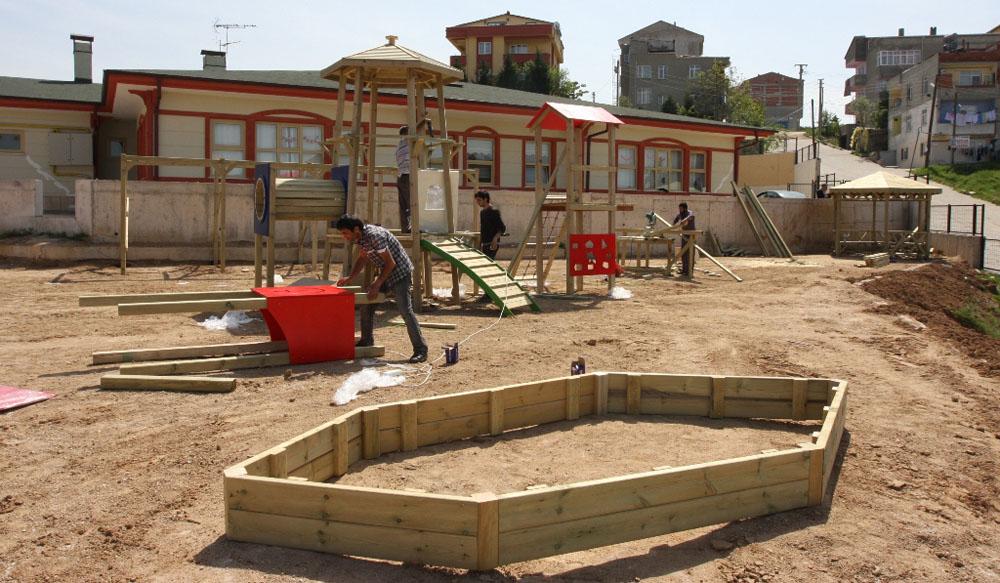 Çocuk parkı inşa çalışması hızla sürüyor!