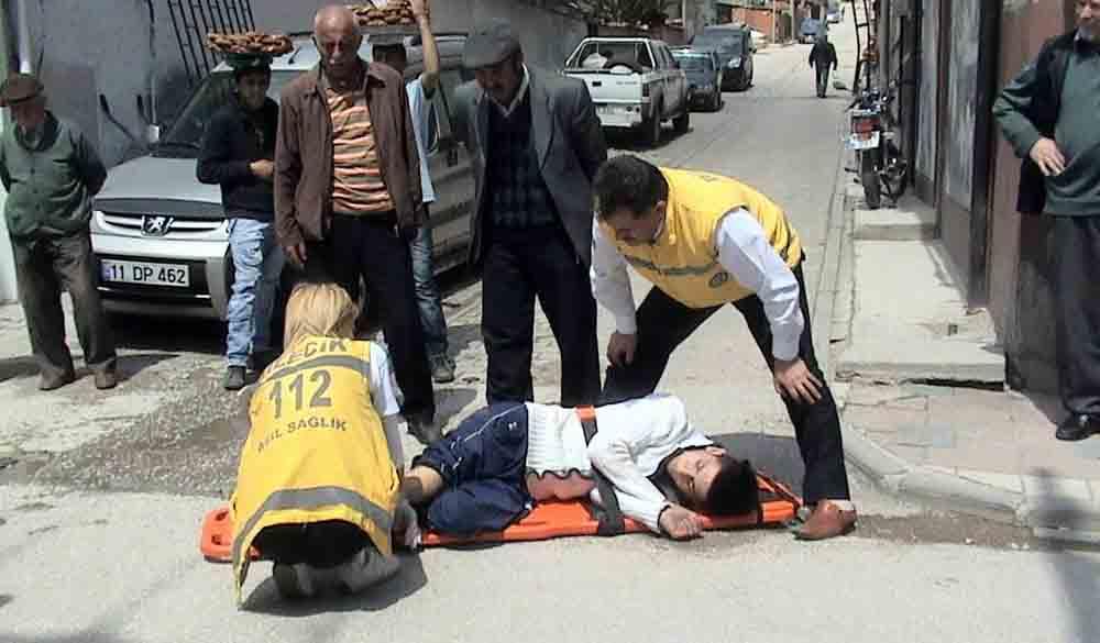 Kamyonetle çarpışan motorsiklet sürücüsü yaralandı!