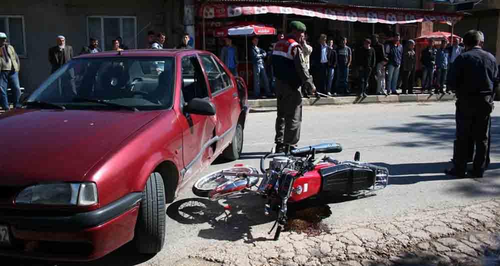İznik'te motor kazası: 2 yaralı!