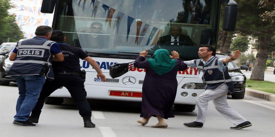 Amacı Cumhurbaşkanıyla Konuşmaktı, Yanlış Otobüsün Önüne Atladı