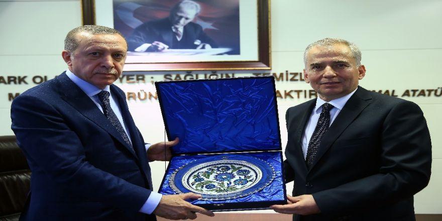 Cumhurbaşkanı Erdoğan, Denizli Büyükşehir Belediyesini Ziyaret Etti