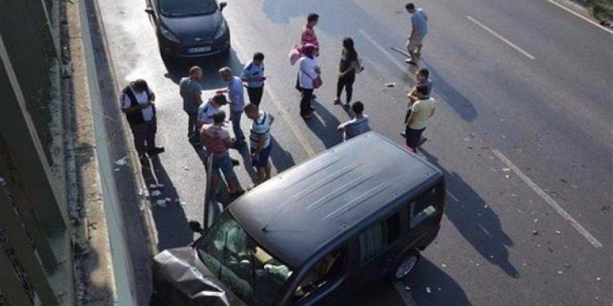 Kazaya bakarken kaza yaptılar!