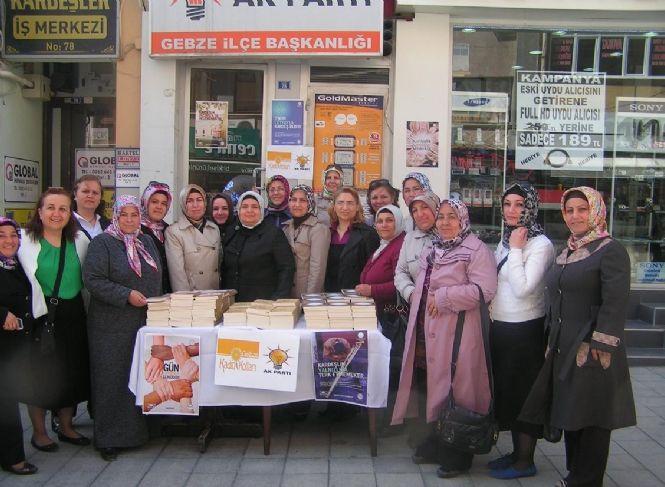 AK Partili kadınlar kitap dağıttı!