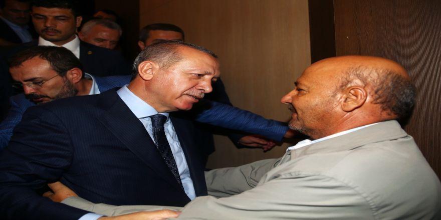 Cumhurbaşkanı Erdoğan, Şehit Babası İle Kucaklaştı