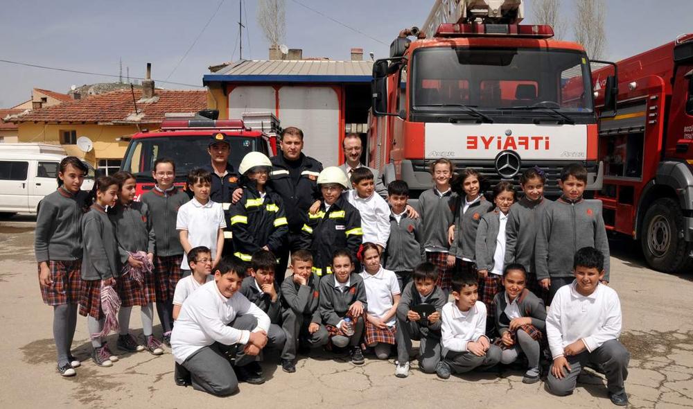 İtfayecilerden öğrencilere yangın eğitimi!