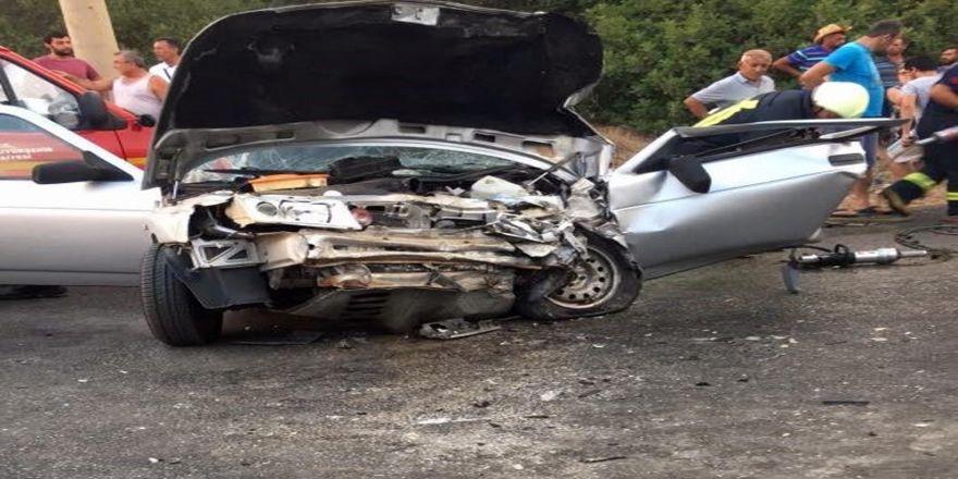 Dolmuşla Otomobil Çarpıştı: 1 Ölü, 4 Yaralı