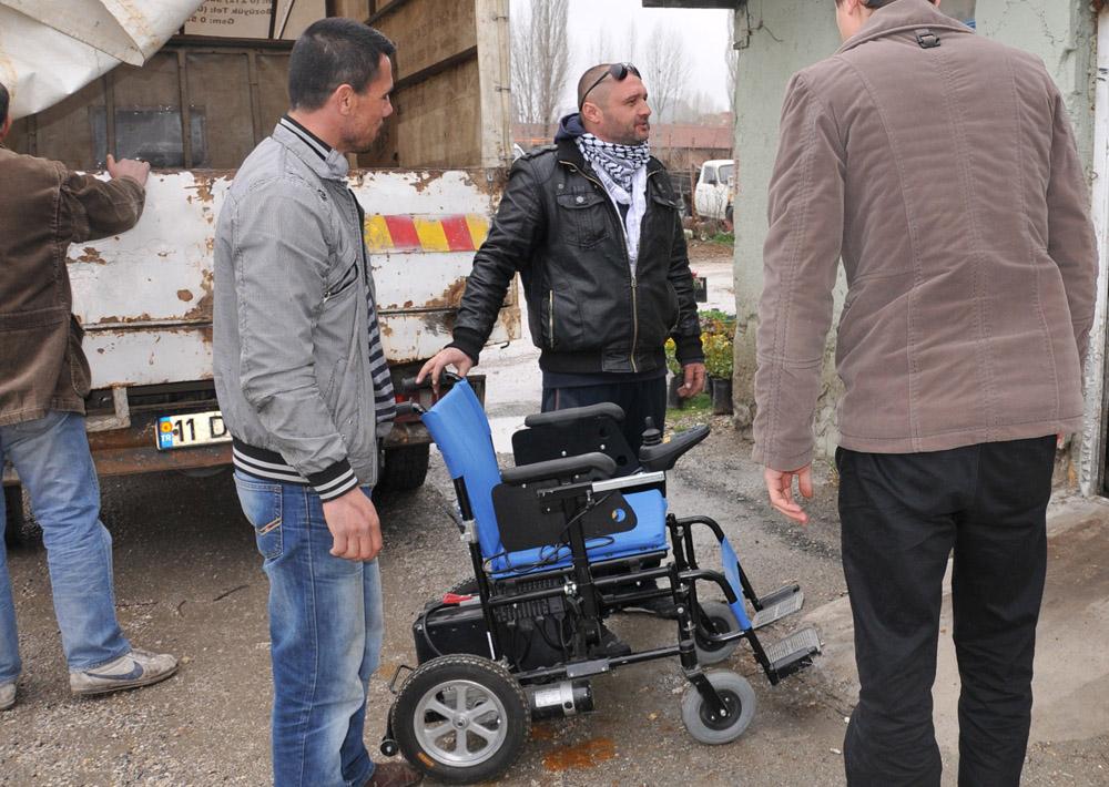Belediye'den engelli vatandaşa akülü araba