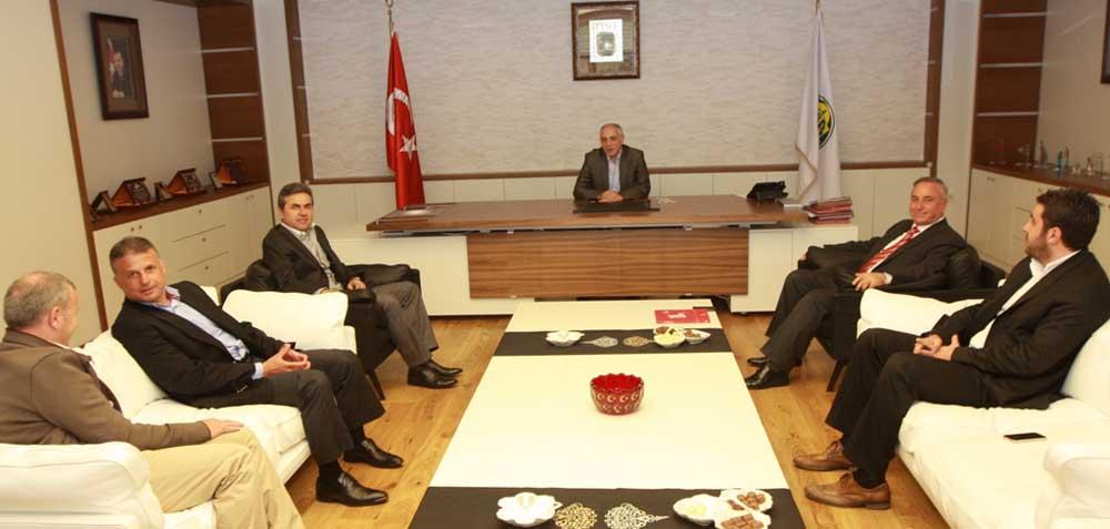 Fenerbahçe Teknik Direktörü'nden Akbaş'a ziyaret!