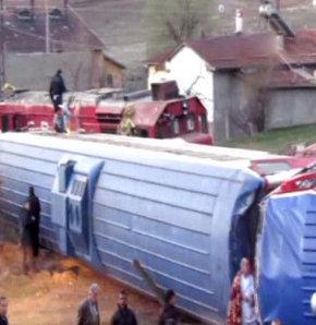 Yük treni yolcu trenine çarptı!