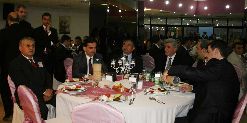 Savunma Bakanı Sivaslılar Gecesine katıldı!