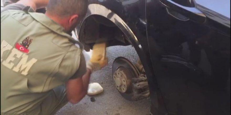 Otomobilin Çamurluğundan 21 Kilo Eroin Çıktı
