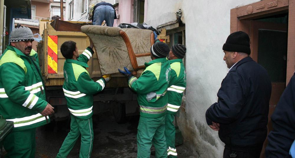 Çöp evden 3 ton çöp çıktı!