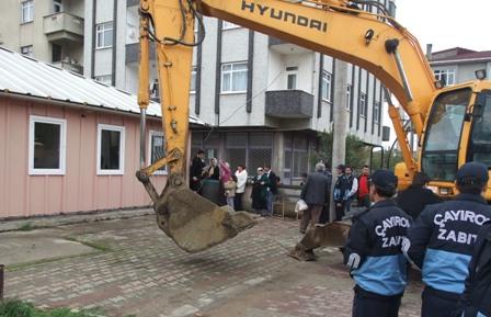 Çayırova'da kaçak yapılar yıkıldı