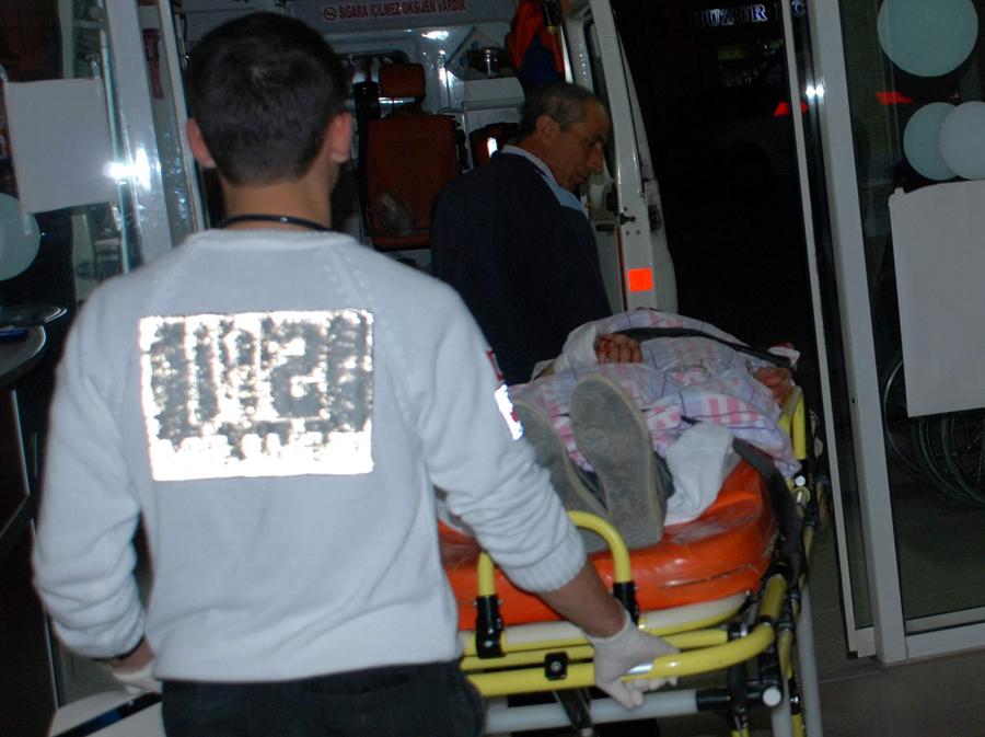Bayramiç'te otomobil bahçeye uçtu: 3 yaralı!