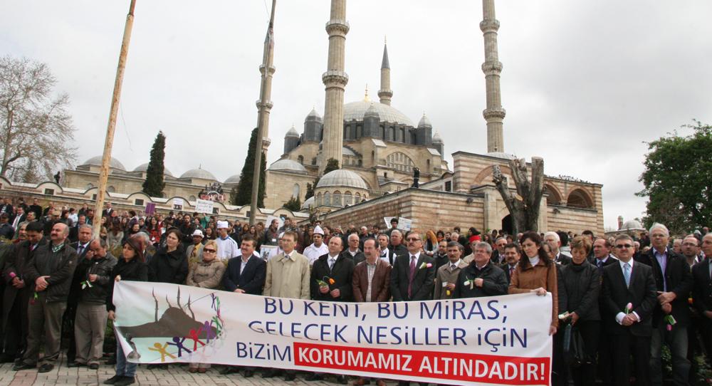 Selimiye'de insan zinciri!