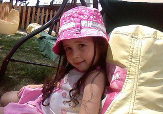 Otomobilin çarptığı minik Sahra hayatını kaybetti!