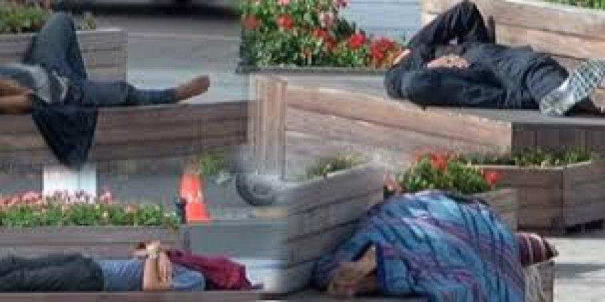 Taksim Meydanı'nı Yatakhaneye Çevirdiler