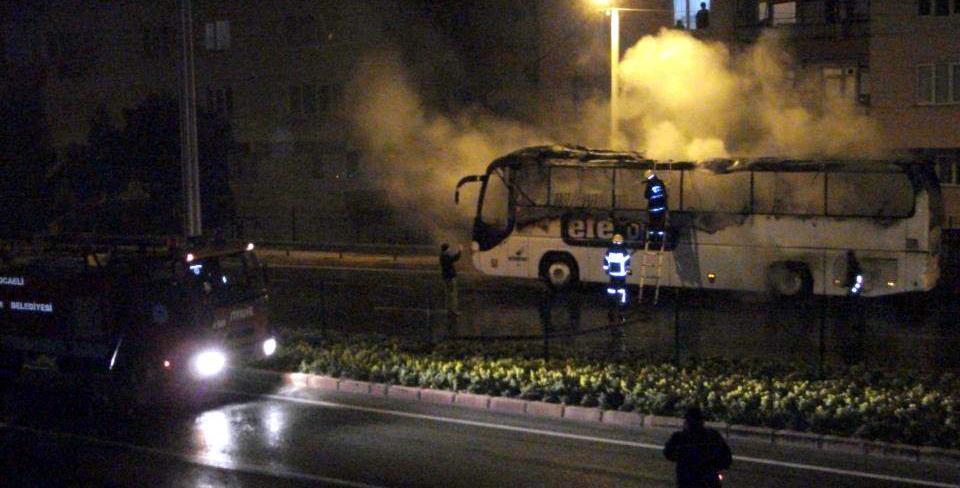 Seyir halindeki otobüs yandı!