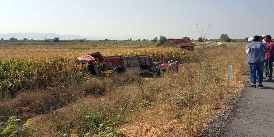 Kamyonet Kamyona Arkadan Çarptı: 2 Ölü, 2 Yaralı