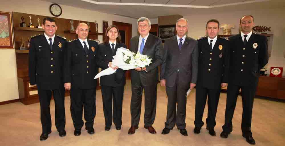 Karaosmanoğlu'ndan polislere övgü!