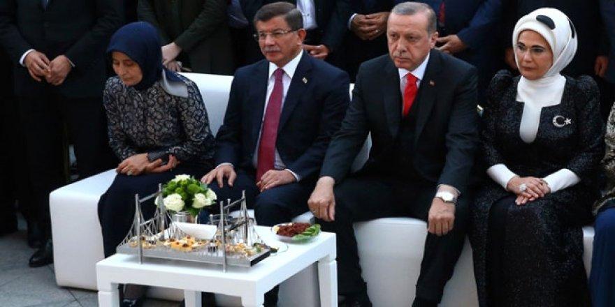 Erdoğan'dan Davutoğlu'na anlamlı jest