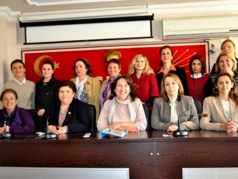 CHP'li Kadınlar'dan Ata'ya teşekkür!