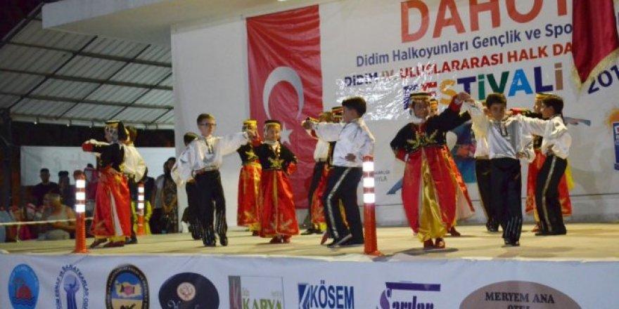 Halk Oyunları festivali coşkusu