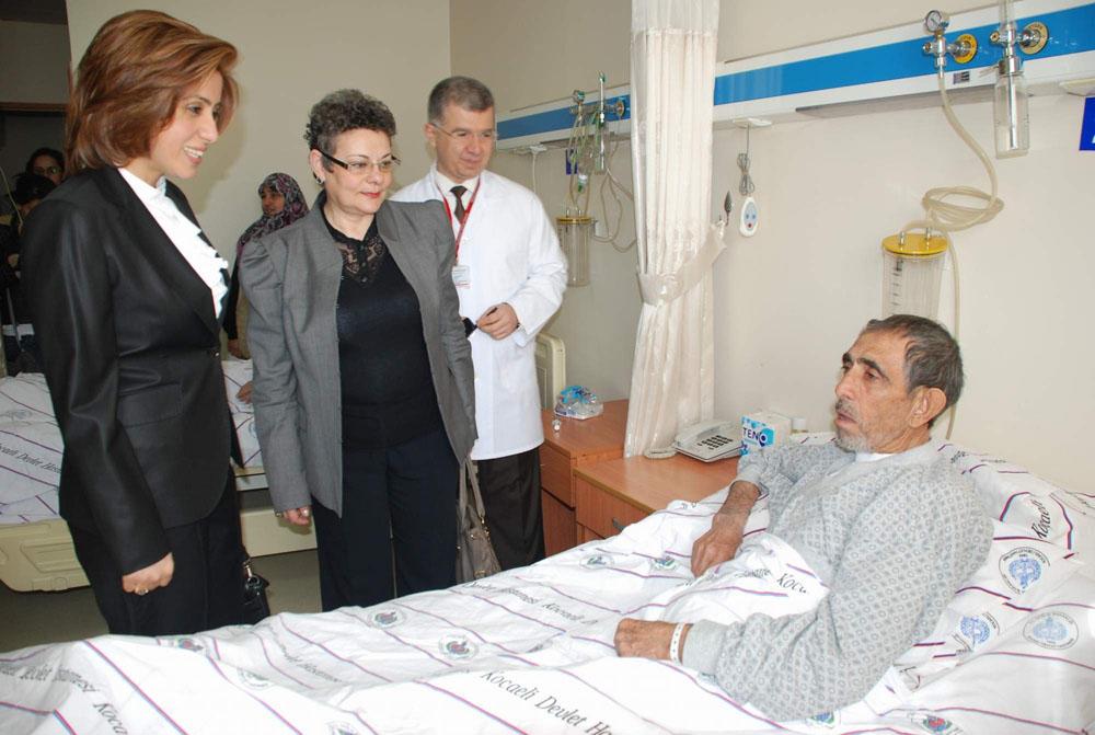 Sevim Topaca'dan kanser hastalarına ziyaret!