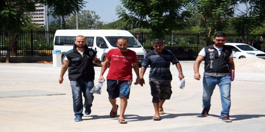 İç Çamaşırında Uyuşturucuyla Polise Yakalandı