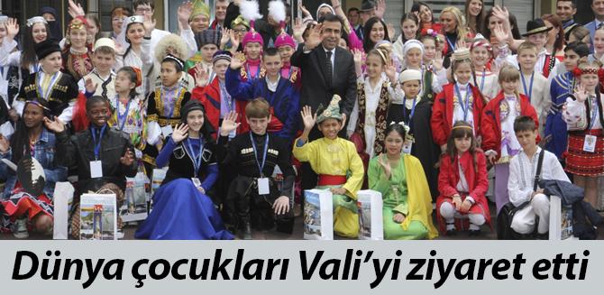 Dünya çocukları Vali'yi ziyaret etti