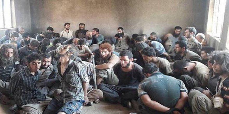 Türk vatandaşı DEAŞ'lılar, peşmergeye teslim oluyor