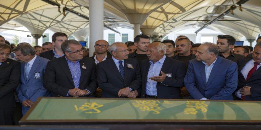 Kılıçdaroğlu, Fikret Kemal Yıldırım'ın Cenaze Törenine Katıldı