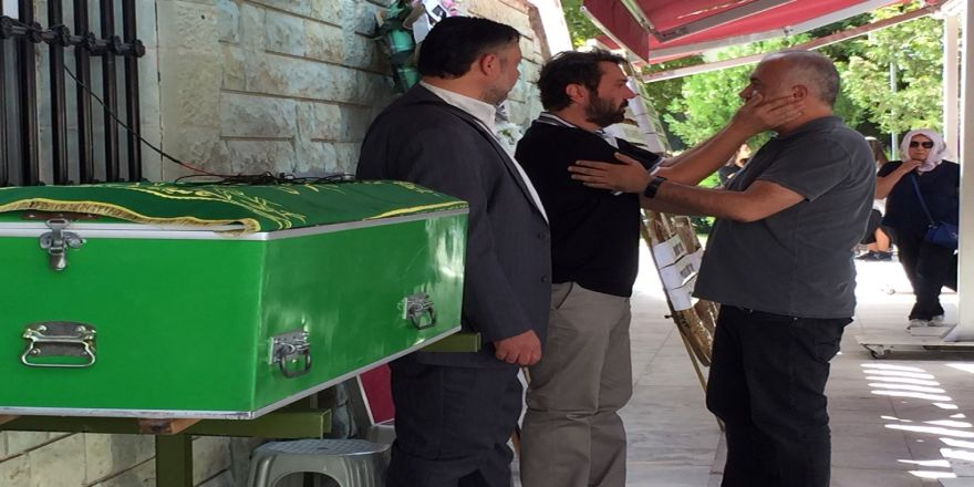 Halil Sezai Babasını Son Yolculuğuna Uğurladı
