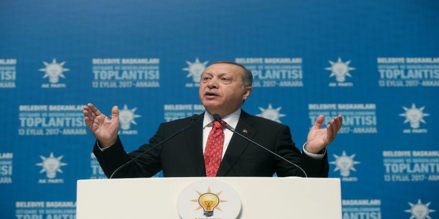 """""""Bu Zat Ülkesini, Devletini Yabancılara Şikayet Ederek..."""""""
