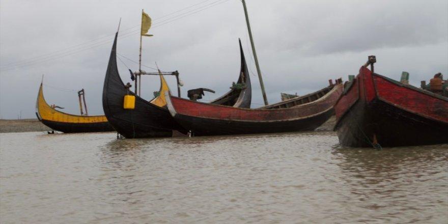 Myanmar'dan Bangladeş'e deniz yoluyla kaçıyorlar