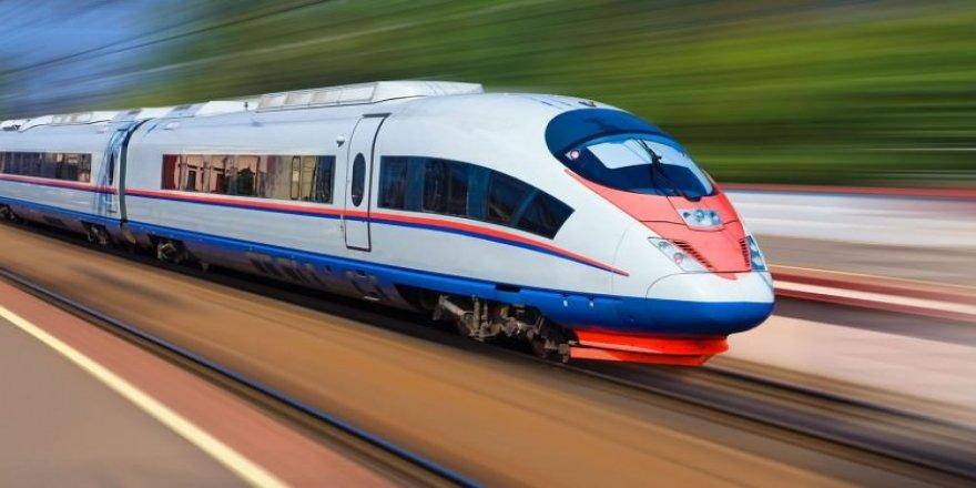 Tren yayalara çarptı: 3 ölü