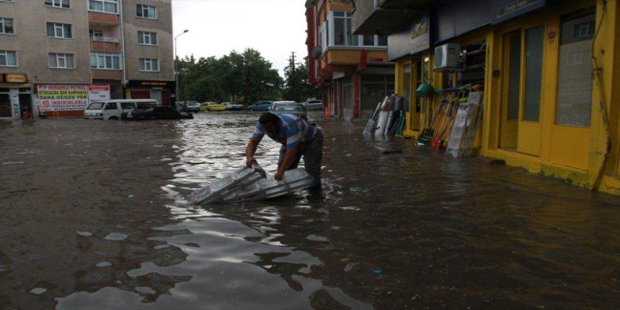 İstanbul'da sağanak uyarısı! Bu saatlere dikkat