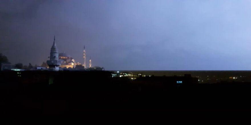 İstanbul'da Yer Yer Yağmur Etkili Oluyor