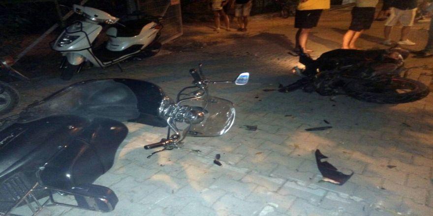 Önce Motosiklete Sonra Turist Çifte Çarptı: 1 Ölü, 2 Yaralı