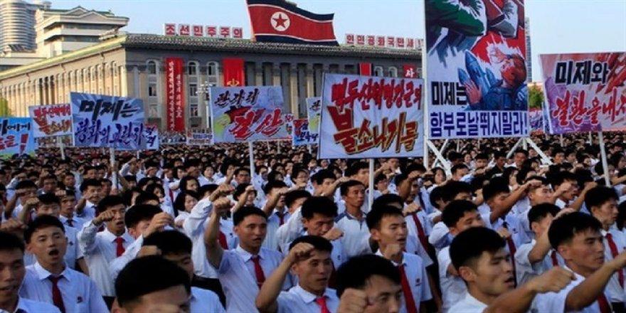 100 bin Kuzey Koreli ABD'ye karşı toplandı