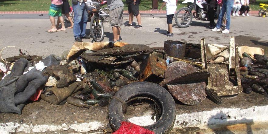 Erdek Sahili'nden Tonlarca Çöp Çıktı